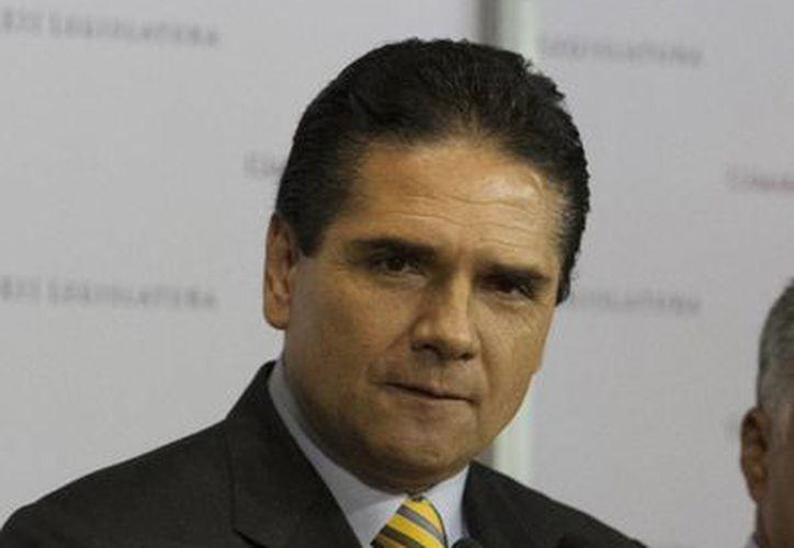 El coordinador perredista Silvano Aureoles  dijo que su bancada cumplirá los acuerdos. (Archivo/Notimex)