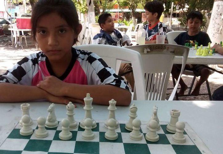 April Briseydi Pacab ya podrá viajar a Yucatán al campeonato regional, gracias a lo recaudado en el torneo. (Hugo Zúñiga/SIPSE)
