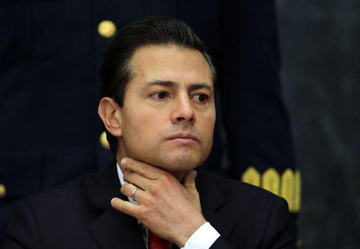 El presidente Peña Nieto dio a conocer la decisión por medio de su cuenta de Twitter. (AP/Marco Ugarte)