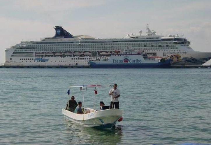 A partir de junio del próximo año, el crucero Monarch, de Pullmantur, embarcará turistas en la Isla de las Golondrinas. (Irving Canul/SIPSE)