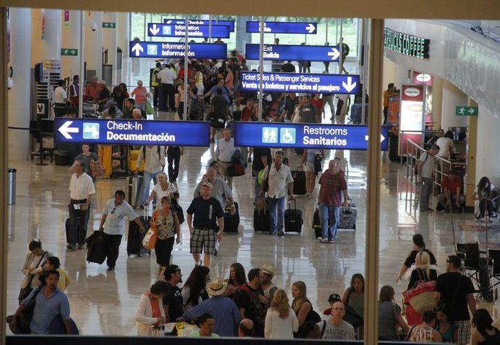 Implementación del programa Global Entry podría ser una solución para que se agilicen los procedimientos en el aeropuerto. (Israel Leal/SIPSE)