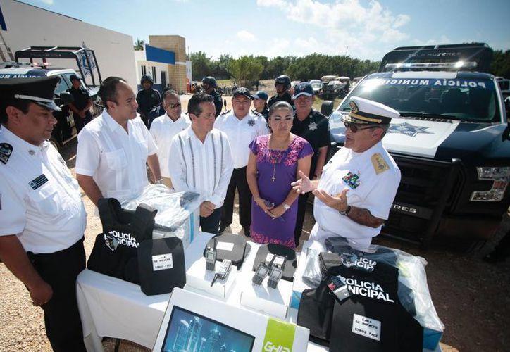 El gobernador estuvo acompañado de autoridades municipales. (Cortesía)