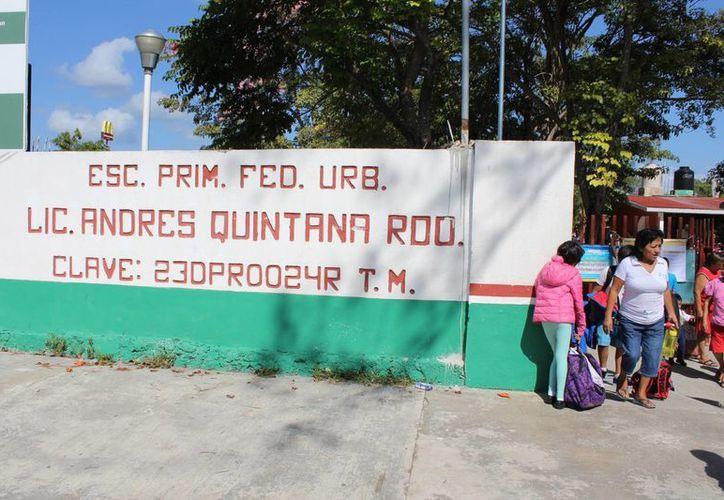 La escuela recibiría mantenimiento de baños, luminarias, ventiladores, herrería y pintura. (Foto: Eddy Bonilla)
