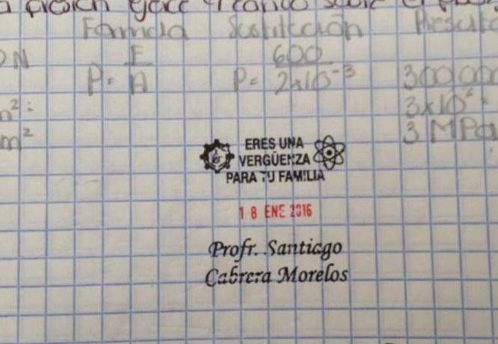 Hasta el momento se desconoce si el maestro es el autor de dichas calificaciones que en Twitter son difundidas con el hashtag #UnSelloQueDiga.  Sin embargo, en una página de Internet aparece que un profesor Santiago Cabrera Morelos imparte la clase de Ciencias en la Escuela Secundaria Técnica Número 61, ubicada en el municipio de San Martín Texmelucan de Labastida, Puebla.