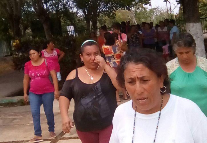 Padres de familia exigen cambios de profesores en una secundaria de Noh-Bec por falta de ética de estos. (Foto: Foto: Javier Ortiz/SIPSE)