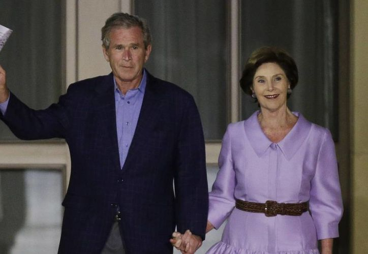 Meses antes, la familia Bush negó su apoyo al candidato republicano Donald Trump, pese a pertenecer al mismo partido. (oregonlive.com)