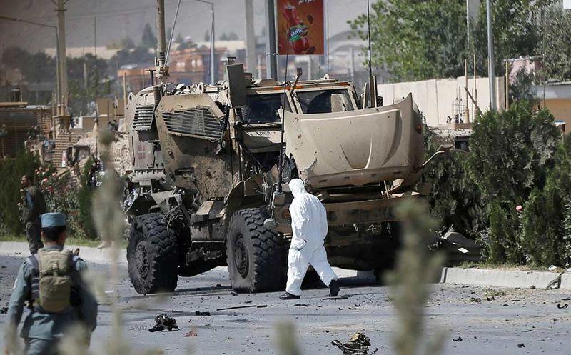 Talibán ataca con coche bomba un convoy de OTAN en Afganistán