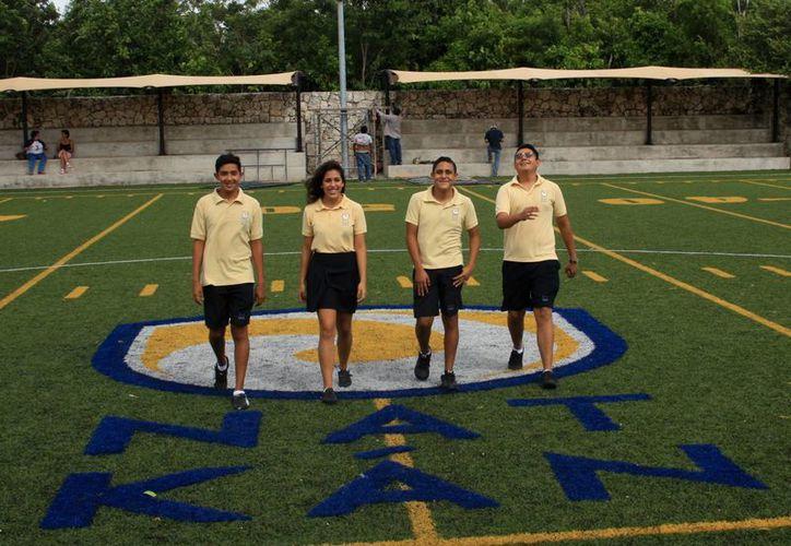 Los cuatro jóvenes que viajaron a la ciudad de Houston, Texas. (Cortesía/SIPSE)