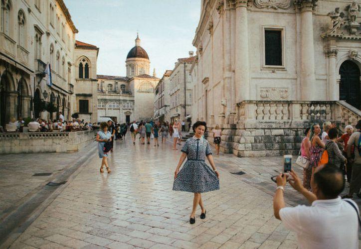 Miles de turistas invaden a diario la ciudad croata de Dubrovnik, gracias a la serie Game of Thrones. (New York Times)