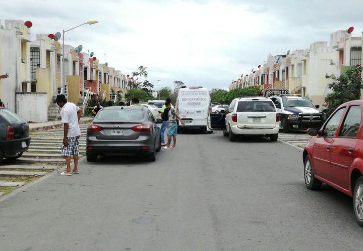 Momentos después del reporte se confirmó que el fallecido se había suspendido de una hamaca. (Foto: Orville Peralta/SIPSE)