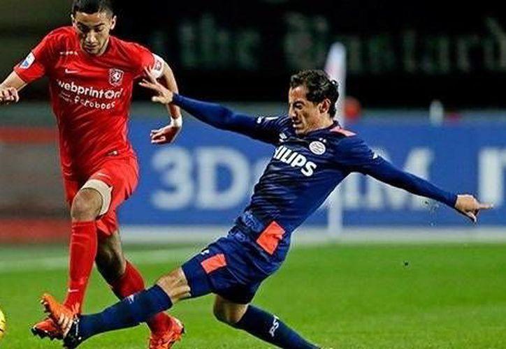 El mexicano Andrés Guardado jugó los 90 minutos en la victoria del PSV, 3-1 ante el Twente, esto en la  décima fecha de la Eredivisie. (www.vi.n.com)