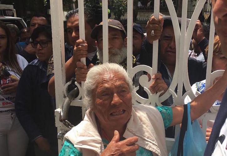 La anciana indicó que nació en 1938 y que quería ver a López Obrador para preguntarle si ayudará a los ancianos. (Sin Embargo)