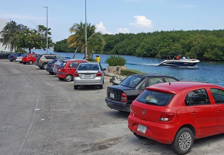 La Policía Turística no se enfoca en infracciones por estacionarse en lugares prohibidos. (Foto: Redacción/SIPSE).