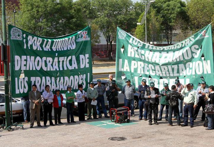 Manifestación contra la reforma laboral ante el Palacio de Justicia Federal de la Ciudad de México. (Notimex)
