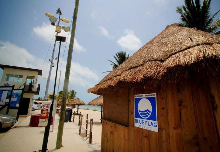 Blue Flag es una de las certificadoras internacionales de playas, marinas y embarcaciones más importantes del mundo, que promueve el manejo sustentable de los destinos costeros. Imagen de una de las playas de Cancún que ha sido aprobado. (Archivo/Notimex)