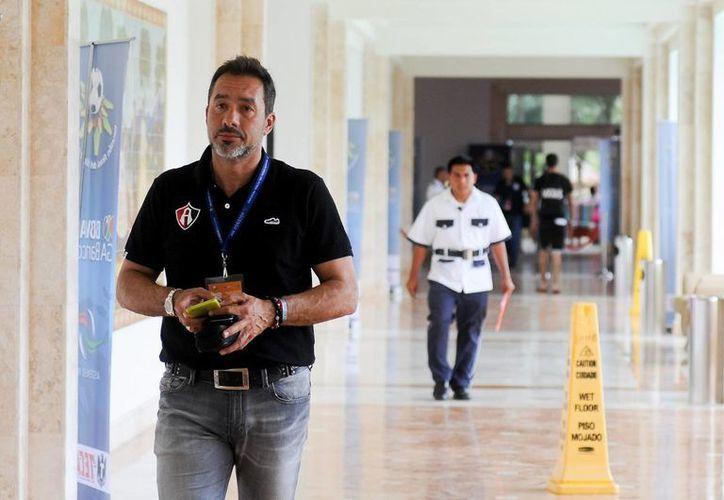 Gustavo Matosas y Pedro Caixinha dijeron que no consideran una opción dirigir al 'Tri', en la foto Matosas durante el Draft del futbol mexicano. (Notimex)
