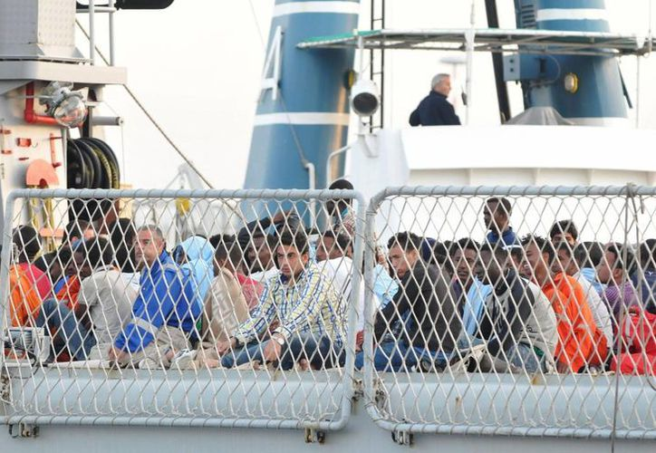 """La nave """"Peluso"""" ya ha comenzado las operaciones de rescate de los inmigrantes y todavía se desconoce dónde serán trasladados. (Archivo/EFE)"""
