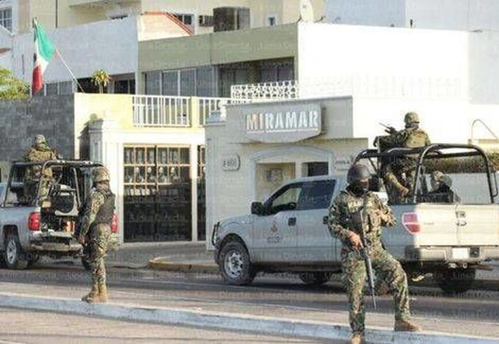 De acuerdo con inmobiliarias establecidas en la Zona Dorada de  Mazatlán, un condominio en la Torre Miramar cuesta, máximo 2.5 millones de pesos. (Milenio)