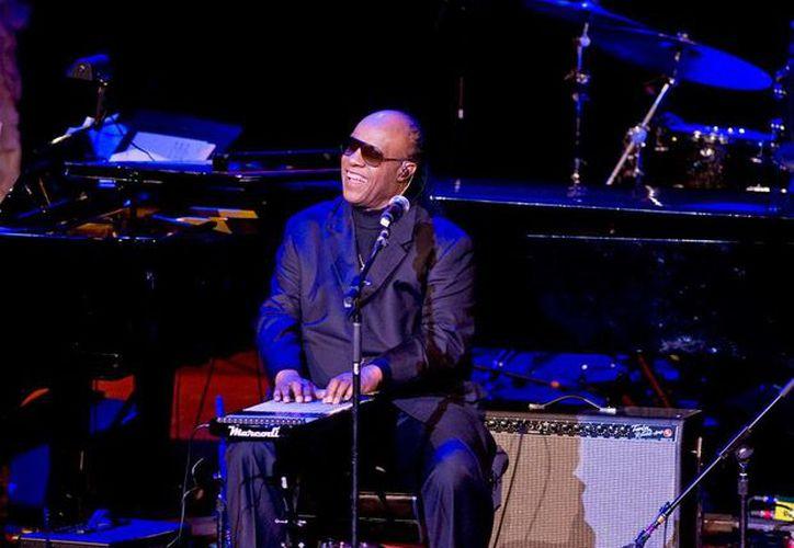 Stevie Wonder literalmente hizo llorar a varios de los asistentes con sus interpretaciones, durante el homenaje que le rindió la Asociación de Músicos, en Nueva York.