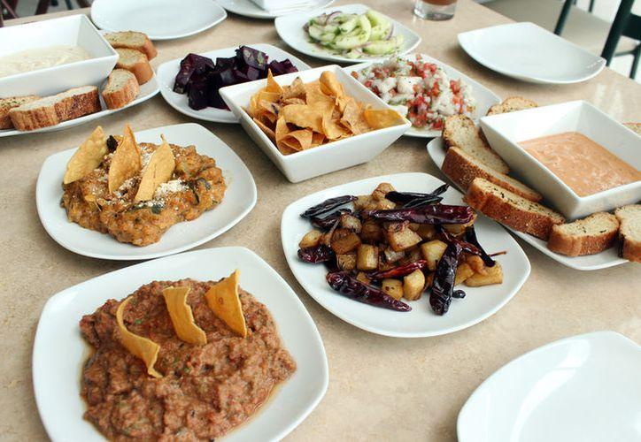 Una atención de primera y las mejores promociones con deliciosa botana incluida es lo que la Ceiba te ofrece.