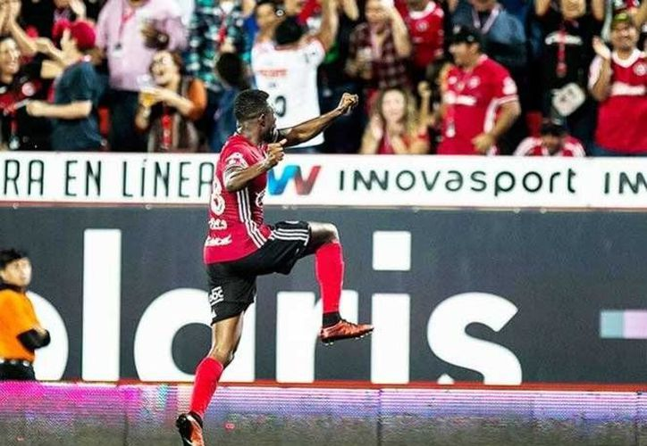 Tijuana llegó a 12 unidades en la actual temporada, por lo que se mantiene firme en el liderato de la Liga MX. En la foto, Avilés Hurtado celebra el segundo gol.(Foto tomada de Facebook/Club Tijuana Xoloitzcuintles de Caliente)