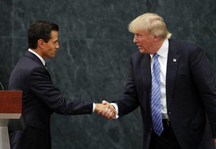 Trump reconoce que los mexicanos contribuyenn diariamente al desarrollo de Estados Unidos. (AP/Dario Lopez-Mills)