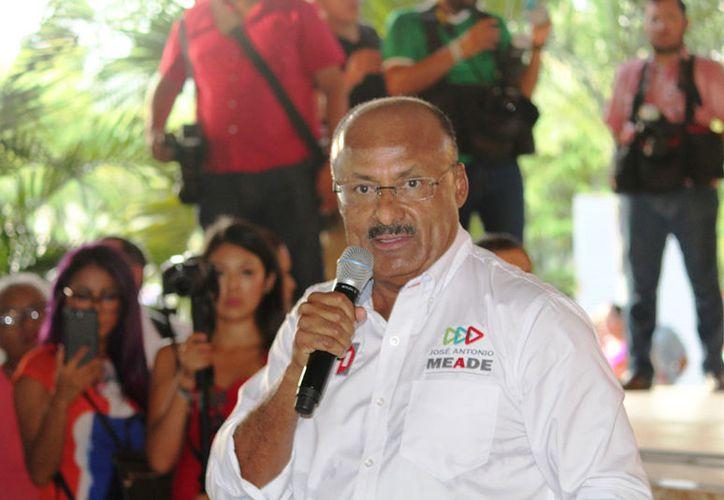 René Juárez Cisneros encabezó ayer un evento con la militancia priista en el municipio de Solidaridad, en donde estuvieron presentes todos los aspirantes a cargos de elección. (Adrián Barreto/SIPSE)