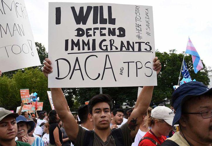 Jóvenes protestan por la decisión de Donald Trump de cancelar la Acción Diferida para los Llegados en la Infancia (DACA). (Foto: The Nation)