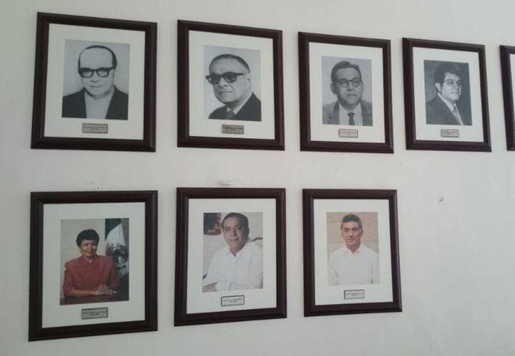 En el salón de los retratos de los alcaldes fueron retiradas las fotografías de la ex alcaldesa Angélica Araujo Lara y el ex alcalde interino Álvaro Omar Lara Pacheco. (Cortesía)