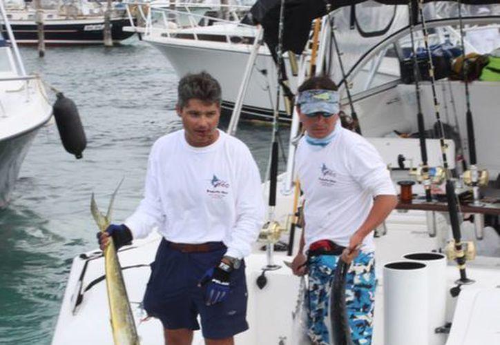 """Celebran el décimo aniversario del torneo de pesca """"Cosme Alberto Martínez Magaña"""". (Cortesía/SIPSE)"""