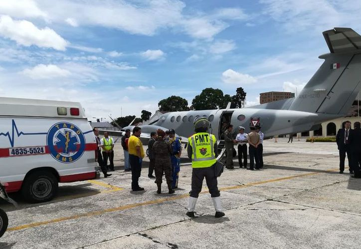 Luego de una evaluación realizada por médicos mexicanos y guatemaltecos, se acordó trasladar a ese país a siete guatemaltecos. (Twitter)
