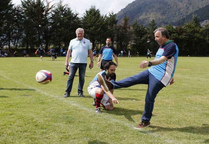 José Antonio Meade, titular de Sedesol, quien en la foto aparece durante la clausura de actividades que la asociación francesa Rugby French Flair realizó para promover la inclusión social, declaró que habrá un mejor despliegue de los programas sociales. (Notimex)