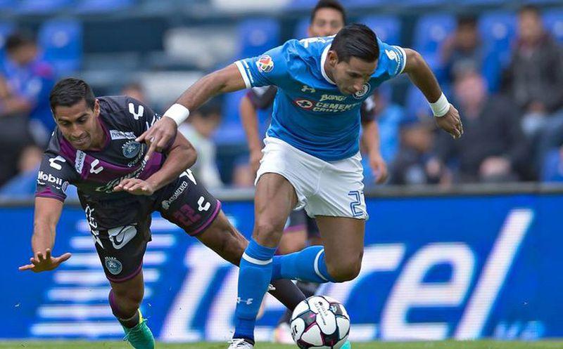 Méndez regresa con Cruz Azul tras suspensión