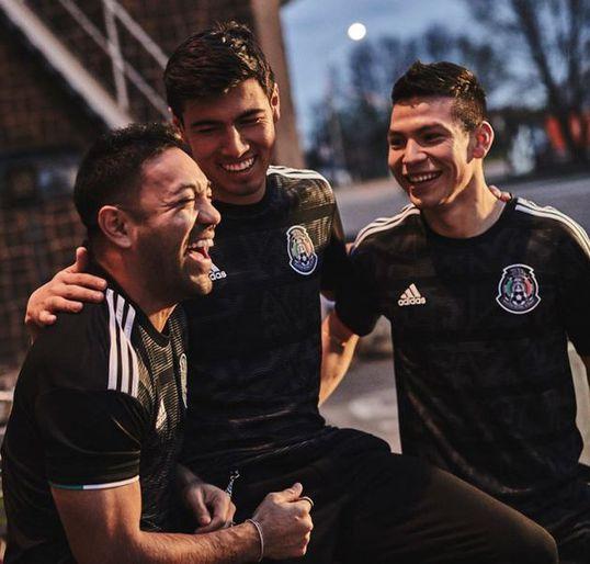 Selección mexicana estrena una piel muy elegante. La selección mexicana  presentó su nuevo uniforme para ... e5439974393b1
