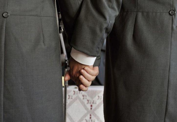 Imagen de una pareja homosexual el día de su boda. (EFE)