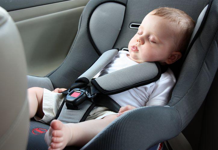 Una pareja bajó todas sus compras del auto, pero olvidó al bebé en los asientos traseros. (Foto: Somos Mamás)