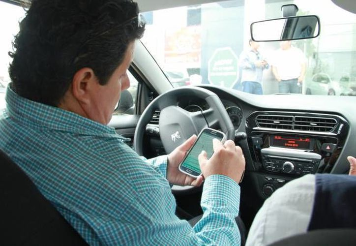 La empresa Cabify cobra a los usuarios por kilómetro recorrido sin importar el tiempo que se tome en llegar al destino. (Archivo/ Milenio Novedades)