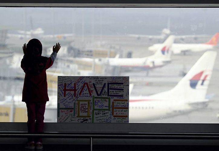 Muchos de los familiares de quienes viajaban a bordo han criticado duramente las tareas de búsqueda. (Agencias)