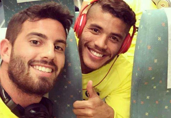 El hermano de Giovani tendría una relación amorosa de 7 meses con su compañero de equipo Mateo Musacchio con el que se le ha notado muy cariñoso. (Twitter:@jona2santos)