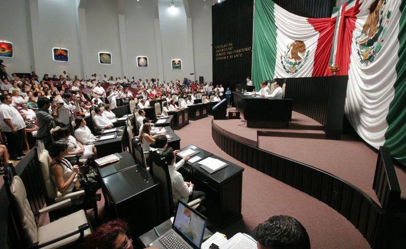 Los diputados suplentes cubrirán a su llegada las comisiones que tenía bajo su responsabilidad el diputado propietario, aunque después se realizarán reacomodos. (Jorge Carrillo/SIPSE)