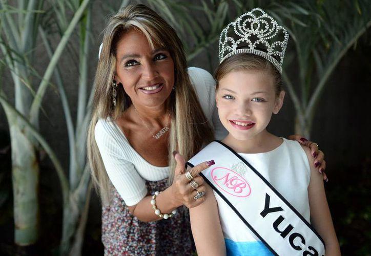 Morita junto a Nuestra Belleza Infantil Yucatán 2013, Jade Castro Cruz. (Luis Pérez/SIPSE)
