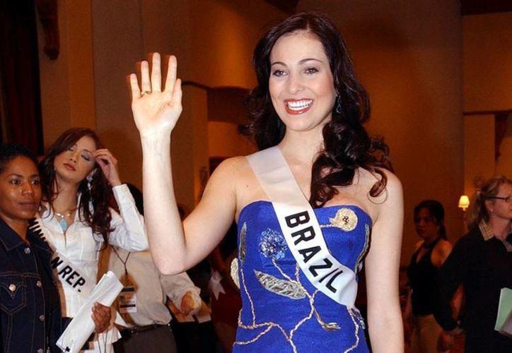 Fabiane  Niclotti participó sin éxito en el concurso de Miss Universo 2004, en Quito, y después residió durante varios meses en Londres. (AP /Dolores Ochoa, Archivo)