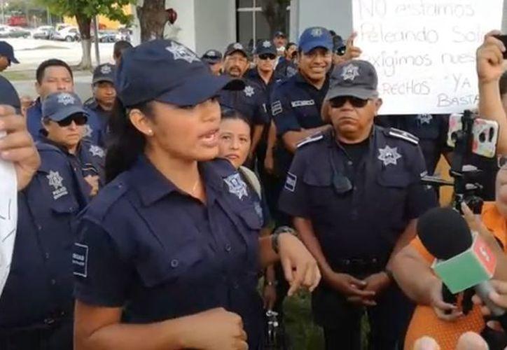 Policías solicitaron mejoras salariales y equipamiento para realizar sus labores en la isla. (Foto: SIPSE)