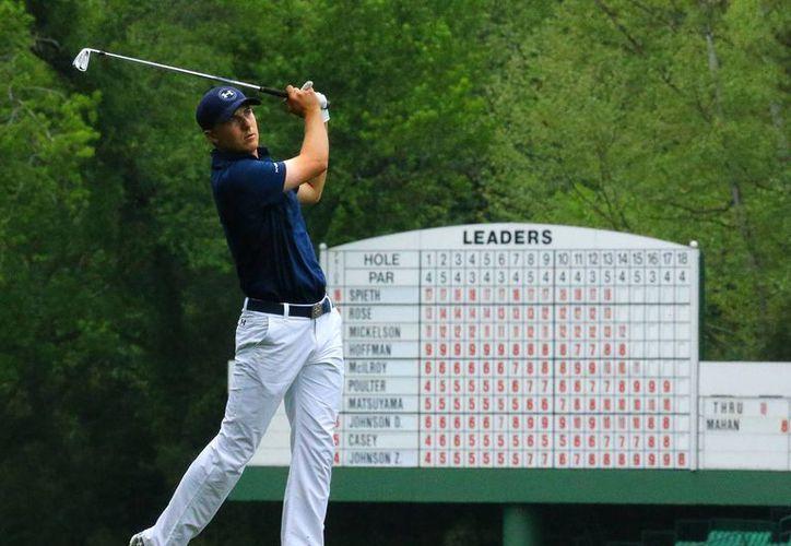 Jordan Spieth, ganador por primera vez en su corta carrera del Masters de Augusta, se convertirá en el segundo mejor golfista en el ranking internacional. (Foto: AP)