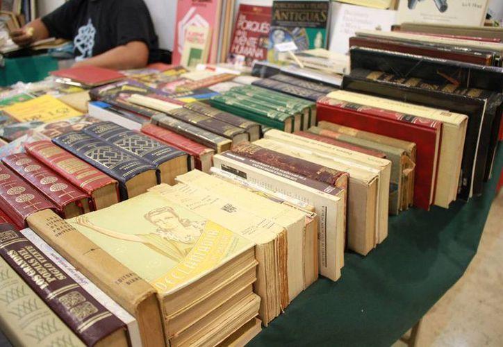 La Asociación de Libros de Guadalajara tiene disponibles más de dos mil ejemplares de corte histórico, literatura clásica, de cine, de arquitectura, arte, entre otros. (Jorge Acosta/ Milenio Novedades)