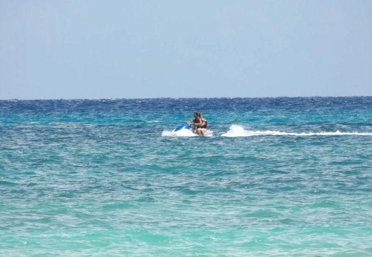 La Capitanía de Puerto detectó dos motos acuáticas que brindan servicios turísticos al margen de la ley.  (Daniel Pacheco/SIPSE)