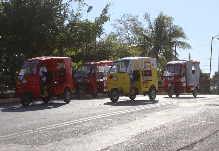 Pobladores califican como necesario el servicio ya que las unidades de transporte no alcanzan. (Foto: Octavio Martínez/SIPSE)