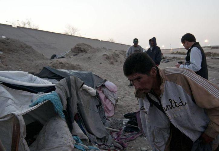 Los indocumentados enfrentan varios peligros en su ruta hacia EU. En la imagen, las márgenes del Río Tijuana, donde viven en condiciones marginales más de mil migrantes y deportados. (Archivo/Notimex)