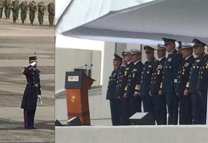 Imagen de la ceremonia de abanderamiento de los cadetes del Heroico Colegio Militar y de la Escuela Naval Militar que participarán en septiembre en un desfile militar en China. (twitter.com/EfektoNoticias)