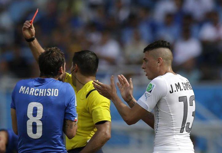Claudio Marchisio recibió la tarjeta roja del árbitro mexicano Marco Antonio Rodríguez. (Foto: AP)